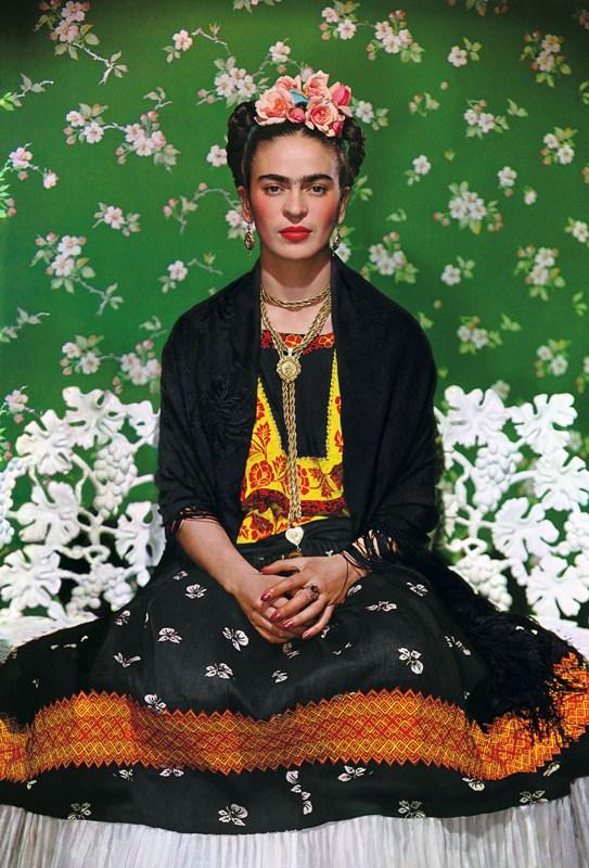 Frida certa Nickolas%20Muray_Frida%20Kahlo%20en%20una%20banca%20#5_Carbro print_45.5X36cm_Courtesy the Gelman Collection, © Nickolas Muray Photo Archives(2)