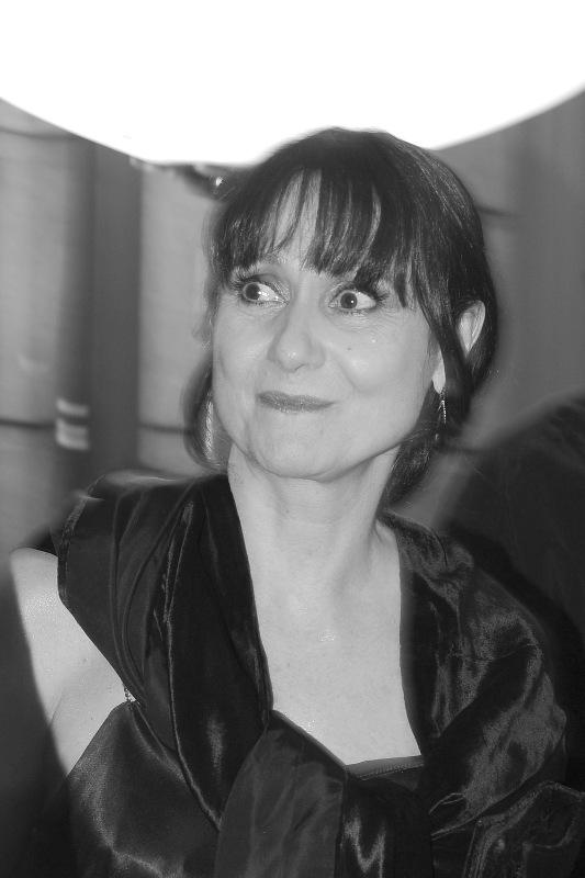 Zezé Polessa pega de surpresa : la diva con los ojos abiertos