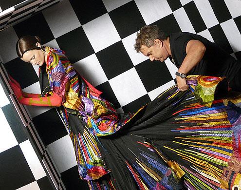 Lino Villaventura: o apreço pelos bordados e acabamentos suntuosos é o gancho para a inclusão do estilista no line up de desfiles do Minas Trend, que busca renovar o aspecto artesanal do evento com novas interpretações do luxo (Foto: Reprodução)