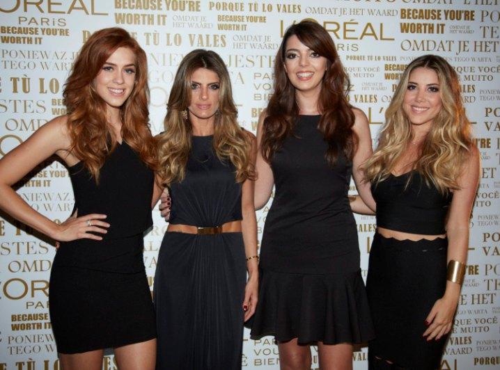 No backdrop: da esquerda para a direita, Sophia Abrahão, Carol Magalhães, Lia Camargo e Mica Rocha (Foto: Divulgação)