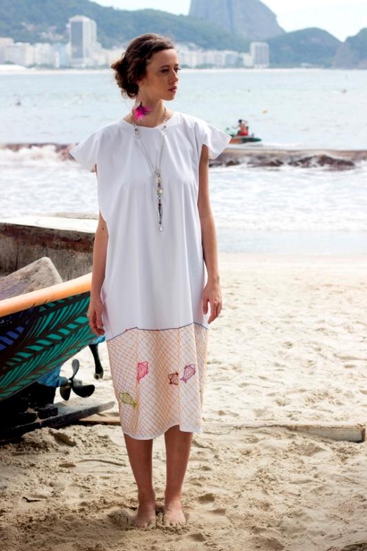 Lena Santana: nova coleção cria paralelo entre sua moda minimalista e o cotidiano simples dos pescadores (foto: Divulgação)