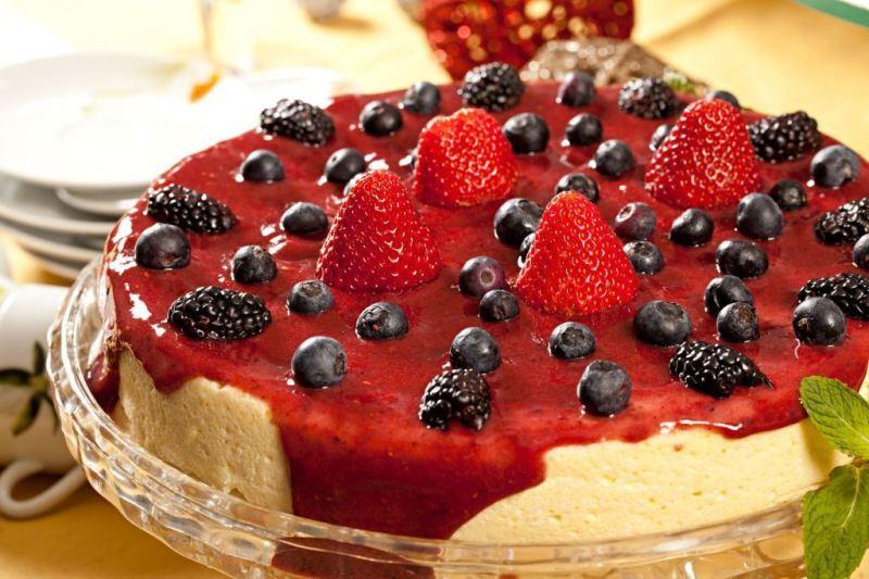 Ceia de natal Buffet Monique Benoliel_Cheesecake com calda de blueberry_crédito Rodrigo Azevedo-02