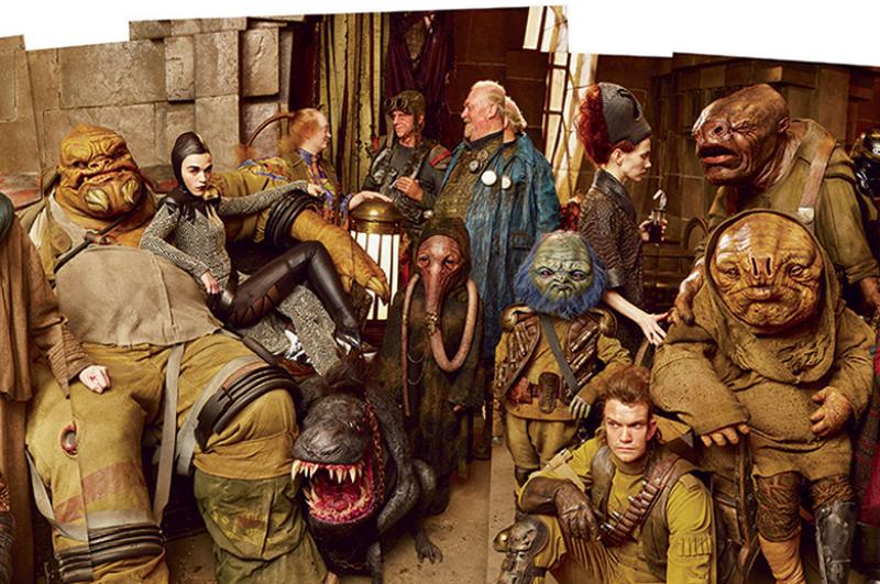 """A fauna de seres exóticos encontrados no bar de Maz Kanata: dosagem de efeitos especiais em """"Star Wars: Episódio VII - O Despertar da Força"""" atualiza a cena passada na taverna de Mos Eisley em """"Star Wars: Uma Nova Esperança"""" (Foto: Divulgação)"""