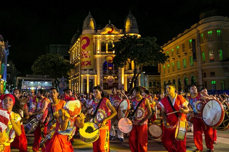 Bateria é de acordar até defunto para pular o carnaval em Recife