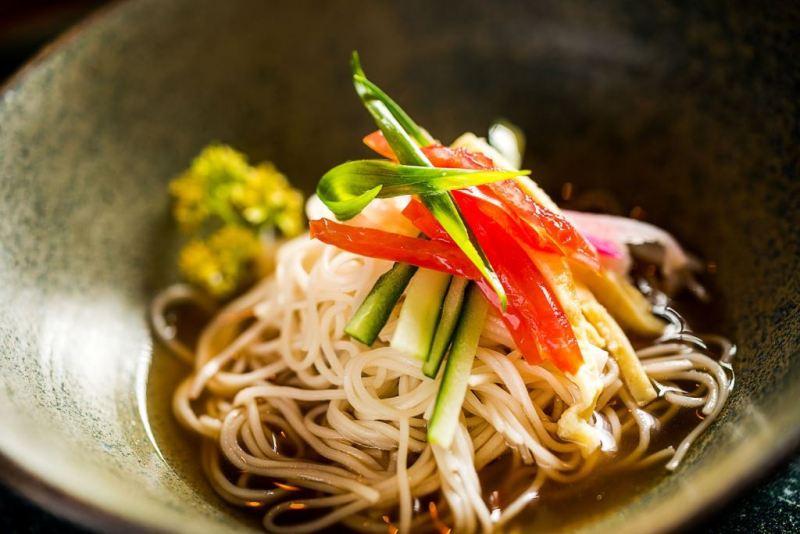 Sushi Izakaya Mok_Hiyashi Somen_macarrão fininho em dashi_crédito Filico de Souza (4)
