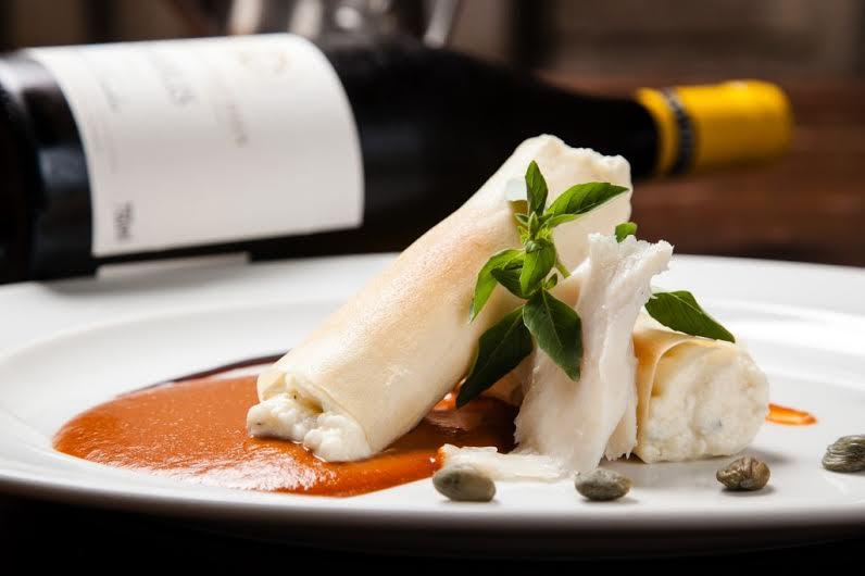 Fratelli_canelones crocantes de bacalhau ao molho de tomate com alcaparras e alici_crédito Rodrigo Castro