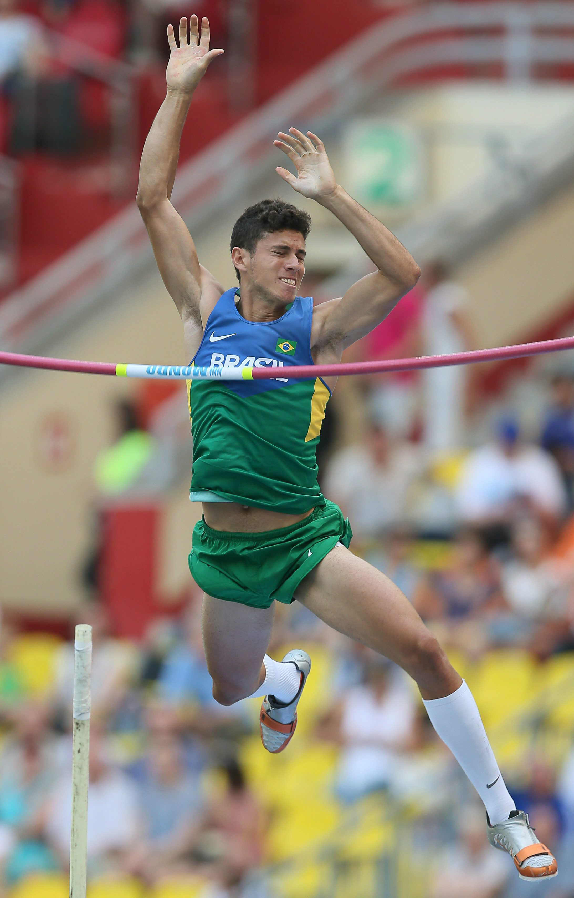. Moscow (Russian Federation), 10/08/2013.- Brazil's Thiago Braz da Silva competes in the men's Pole Vault qualification at the 14th IAAF World Championships in Moscow, Russia, 10 August 2013. (Moscú, Rusia, Campeonato del Mundo, Mundiales de Atletismo) EFE/EPA/SERGEI ILNITSKY