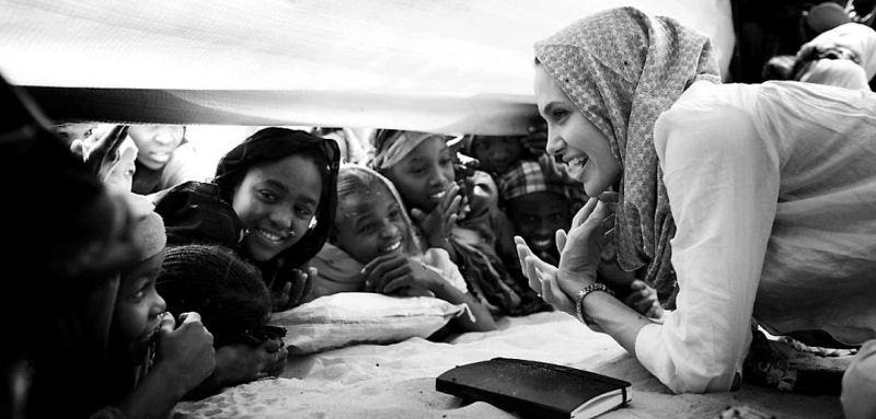 OURE CASSONI, CHAD FEBRUARY 26: Angelina Jolie, the Oscar winning actress and UNHCR Goodwill Ambassador meets with children in a refugee camp. Angelina Jolie spent two days visiting Oure Cassoni, a refugee camp close to the Sudan border. Almost 27,000 refugees lives there and it was opened in 2004. (Photo by Per-Anders Pettersson/Getty Images)